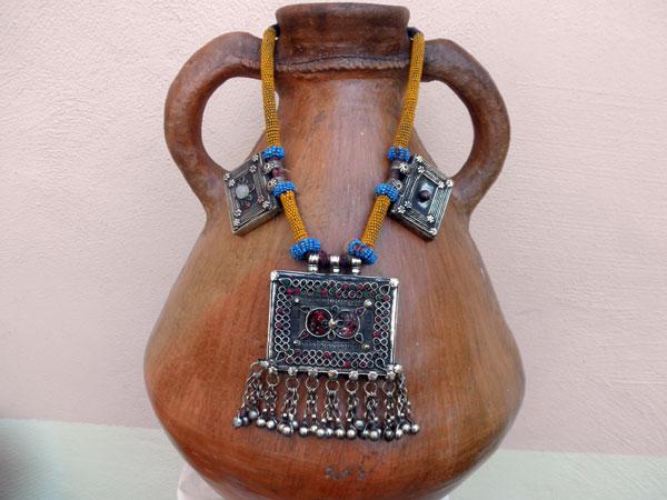 Collar etnico artesanal procedente de Afghanistan. Ref. JKJ