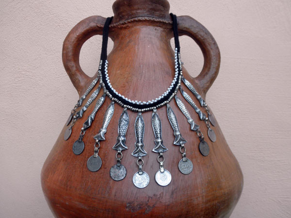 Ethnic traditional necklace from Afghanistan.. Foto 1
