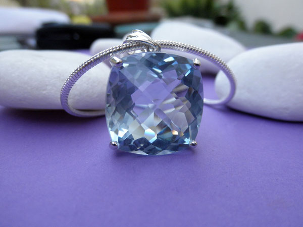 Sterling silver and Aquamarine pendant. Foto 1
