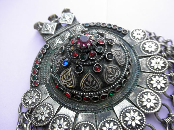 Ethnic traditional handmade pendant from Dagestan. Foto 3