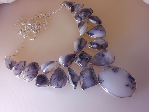 Gorgeous Sterling silver and Opal necklace.. Foto 1