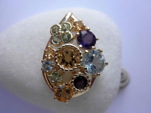 Handmade jewelry pendant.. Foto 1