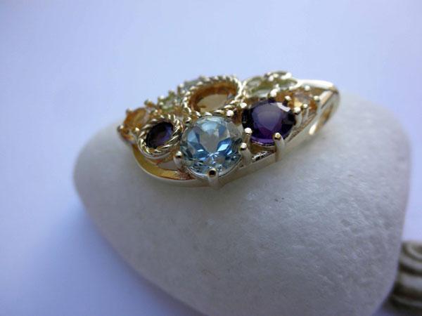 Handmade jewelry pendant.. Foto 2