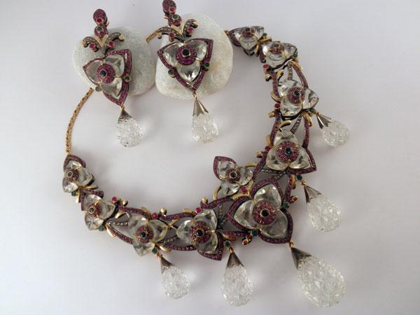 Foto 6; Conjunto de collar y pendientes Victorianos.