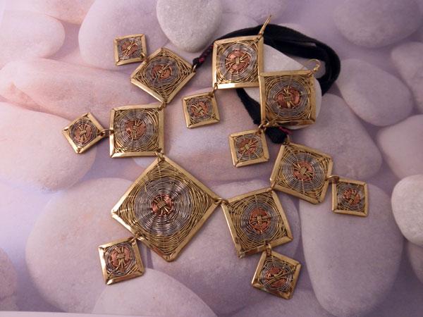 Conjunto collar y pendientes etnicos artesanales.. Ref. JOQ