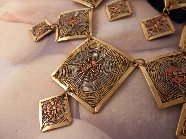 Conjunto collar y pendientes etnicos artesanales.. Foto 2