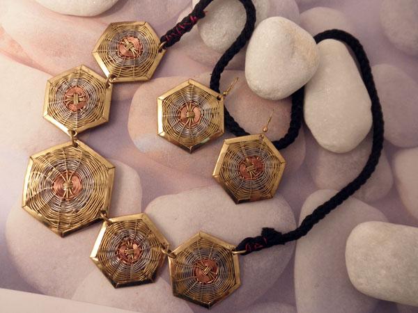 Conjunto collar y pendientes etnicos artesanales.. Ref. JOR