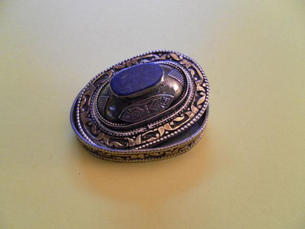Ethnic Silver box with Lapislazuli. Foto 2