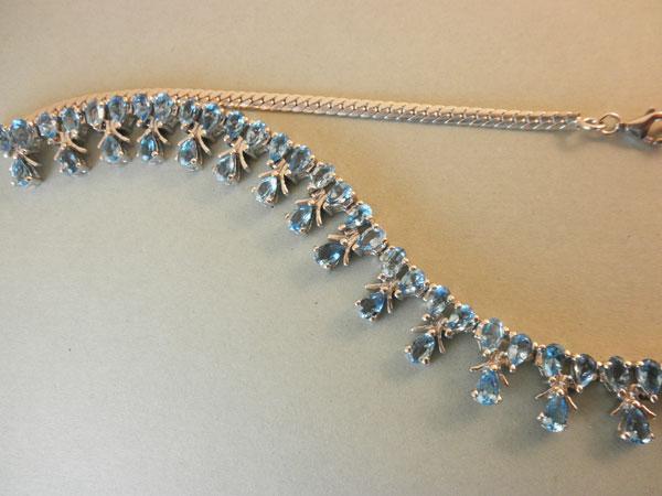 Collar de orfebrereria artesanal en plata de ley y Topacios azules.. Ref. JQW