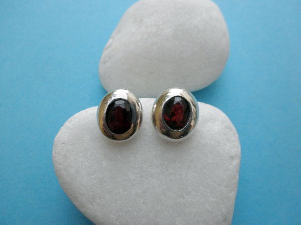 Handmade Sterling silver and Garnet gemstones earrings.. Foto 2