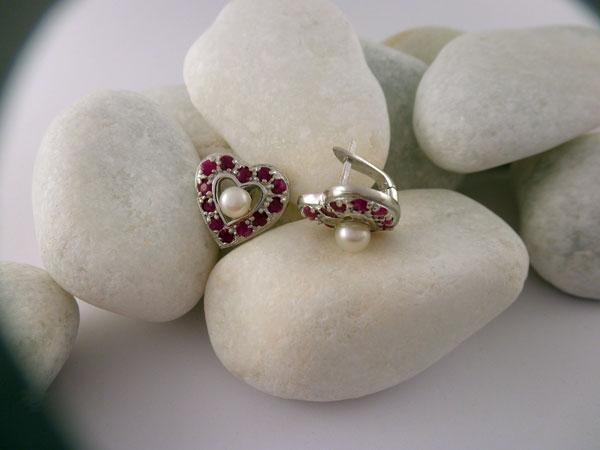 Pendientes artesanales de plata, rubis y perlas. Foto 2
