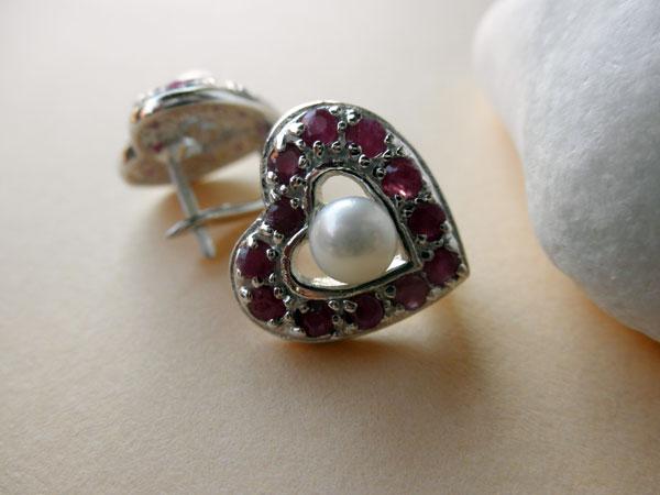 Pendientes artesanales de plata, rubis y perlas. Foto 3