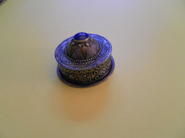 Sterling silver and Lapis Lazuli box from Afghanistan. Foto 1