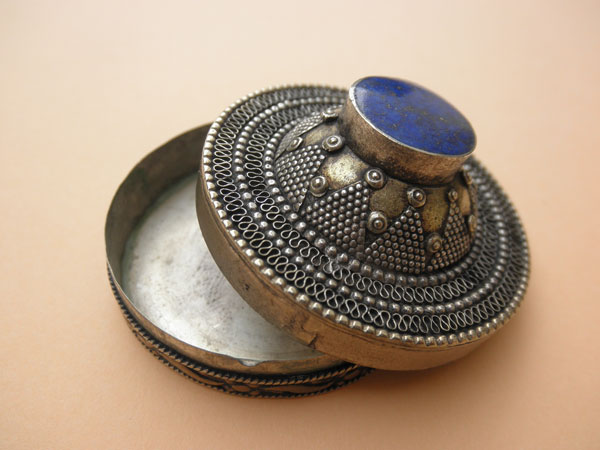 Sterling silver and Lapis Lazuli box from Afghanistan. Foto 2