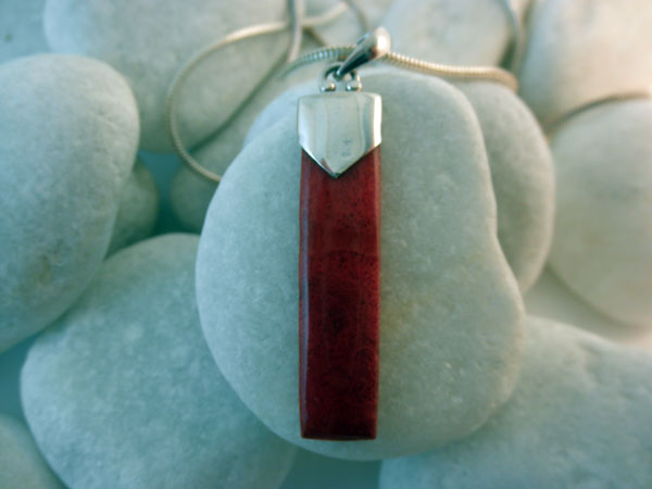Traditional Sterling Silver and Coral pendant.. Foto 2