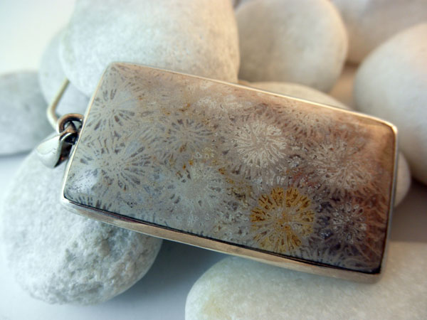 Sterling Silver and Fossil pendant.. Foto 1