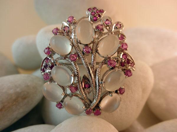 Vintage Handmade Sterling Silver, Moonstones gemstones and Rubis.. Foto 1