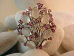 Broche de plata de joyeria artesanal adornado de Piedras de Luna y Rubis.. Ref. JYO