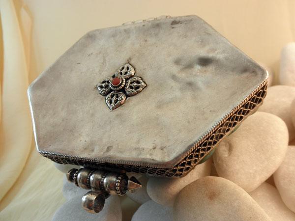 """Ga,u"". Silver, turquoises and coral pendant. Tibet. Foto 4"