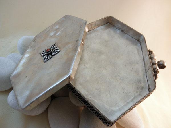 """Ga,u"". Silver, turquoises and coral pendant. Tibet. Foto 5"