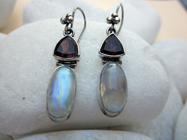 Silver earrings with Turmaline and Moonstone. Foto 1