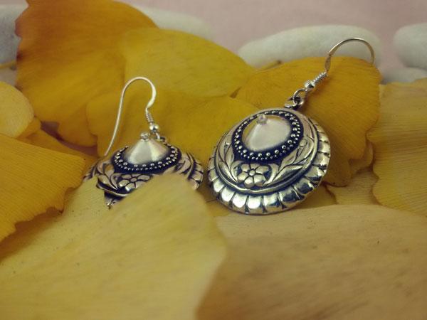 Pendientes etnicos artesanales de plata.. Ref. MBQ