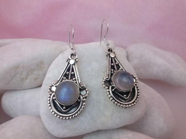Pendientes artesanales de plata y gemas de Piedra de luna.. Ref. MDF