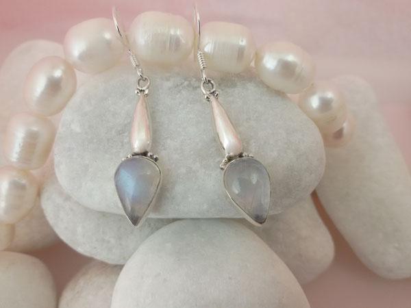Pendientes artesanales de plata y gemas de Piedra de luna.. Ref. MDN