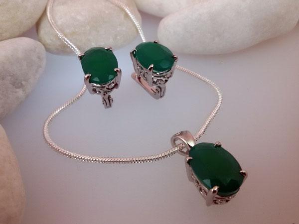 Elegante conjunto de pendientes y colgante en plata y gemas de Jade verde.. Ref. MDY