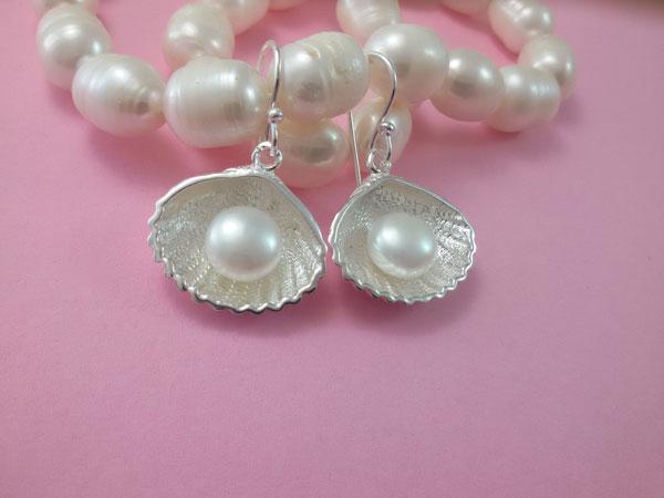 Pendientes artesanales de plata y perlas naturales.. Foto 2