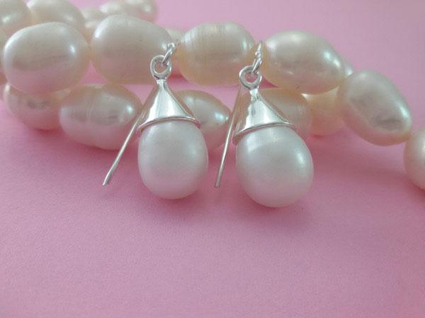Pendientes artesanales de plata y perlas naturales.. Ref. MFJ