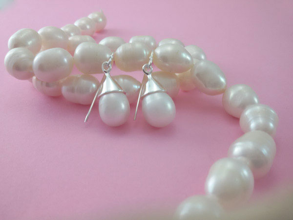 Sterling silver and natural Pearl earrings.. Foto 2