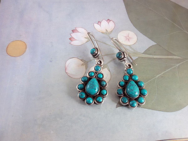 Turquoises and Sterling silver ethnic earrings.. Foto 1