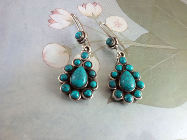 Turquoises and Sterling silver ethnic earrings.. Foto 2