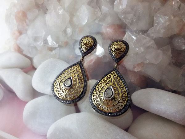 Antique Elizabethans earrings hand carved.. Foto 1