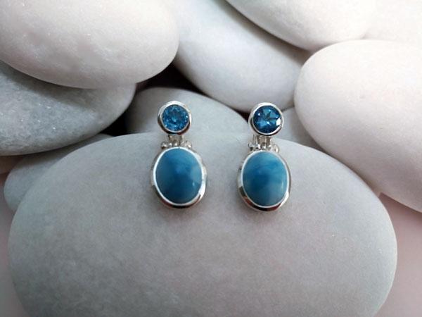 Pendientes artesanales de plata y gemas de Larimar y Topacio azul.. Ref. MHQ