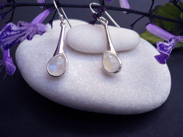 Pendientes de plata y piedra de luna.. Foto 2
