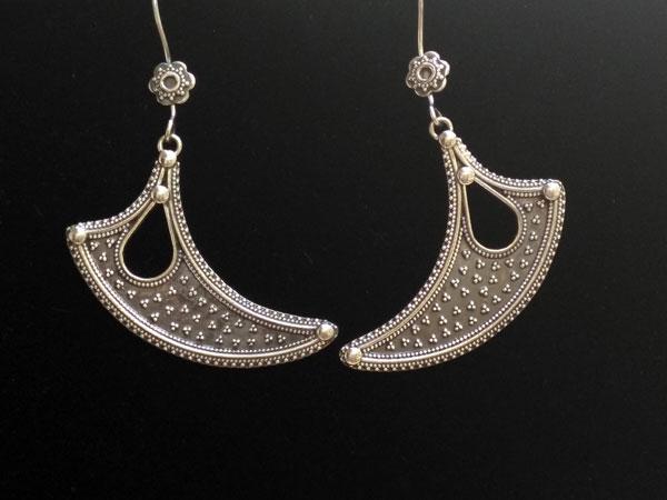 Pendientes etnicos artesanales de plata tradicionales de Rajhastan.. Foto 2