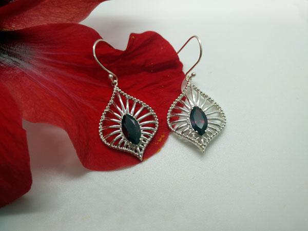 Pendientes etnicos artesanales de plata y gemas de Granate.. Foto 3