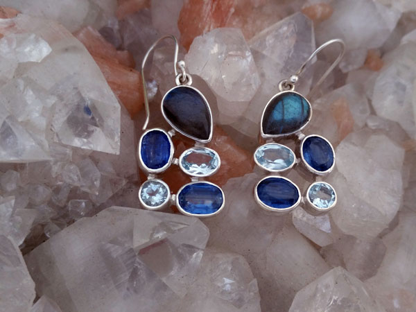 Sterling silver earrings and gems of Sapphires, Aquamarines and Labradorite.. Foto 2