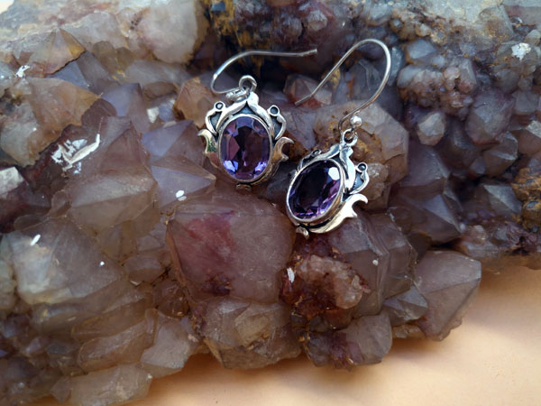 Ethnic silver earrings and amethyst gemstones.. Ref. MIU