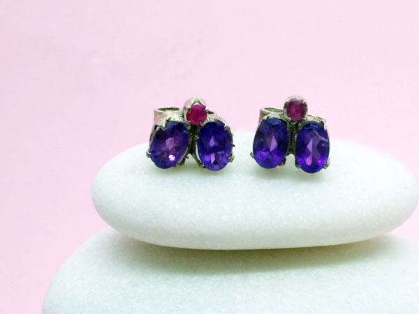 Ethnic Sterling silver, amethyst and ruby earrings.. Foto 2
