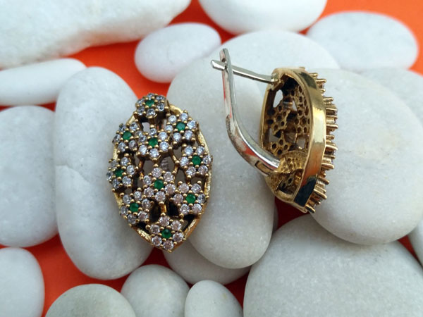 Ethnic silver, topaz and emerald earrings.. Foto 3