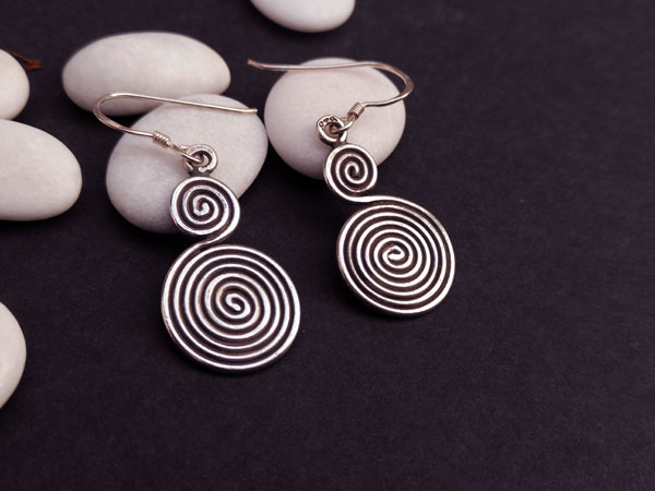 Traditional ethnic Sterling silver earrings.. Foto 1