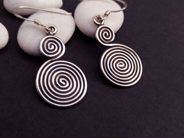 Traditional ethnic Sterling silver earrings.. Foto 2