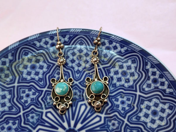 Ethnic silver and turquoise earrings.. Foto 3