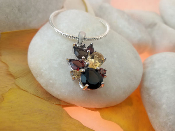 Awesome gemstones desing in Sterling silver pentant.. Foto 2
