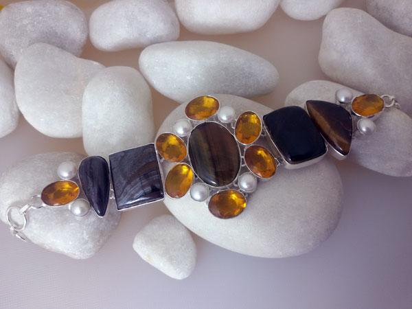 Pulsera artesanal de plata com gemas de cuarzo cetrino, calcedonia y perlas.. Ref. NBW