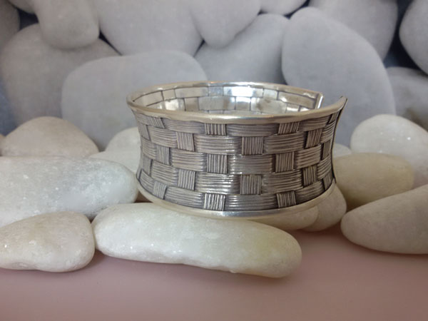 """Pulsera artesanal de plata """"Karen"""".. Ref. NDA"""