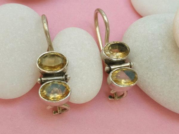 Pendientes artesanales de plata y gemas de cuarzo cetrino.. Ref. NEA